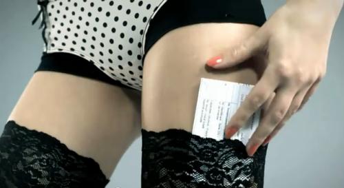 contrat-assurance-sexy